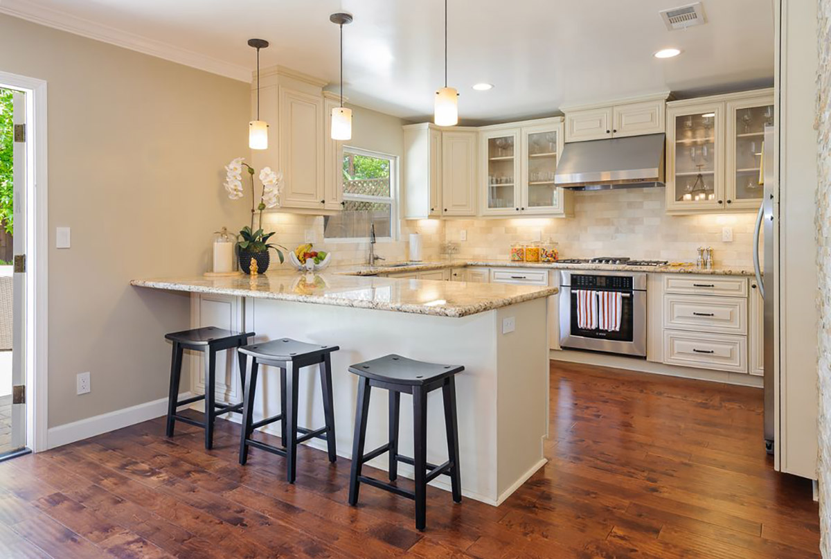 Easy and inexpensive ways to fix up your home like a flipper for Is flipping houses easy